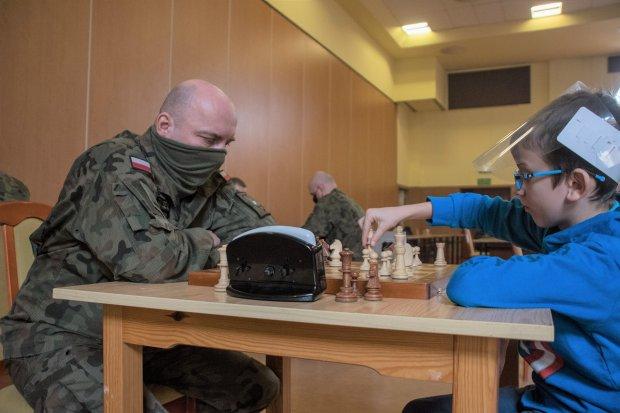 Meczami szachowymi uczcili pamięć pancerniaków poległych w Afganistanie