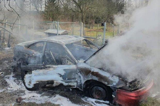 Auto doszczętnie spłonęło w Golnicach