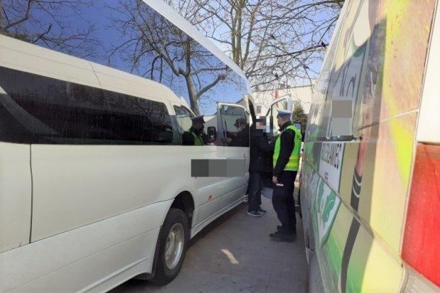 Policjanci kontrolowali, czy pasażerowie autobusów noszą maseczki. Były mandaty?