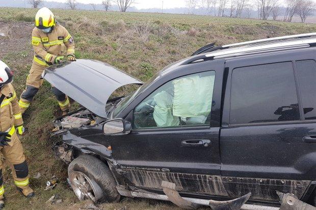 Trzy auta zderzyły się za Wartą. Dwie osoby ranne