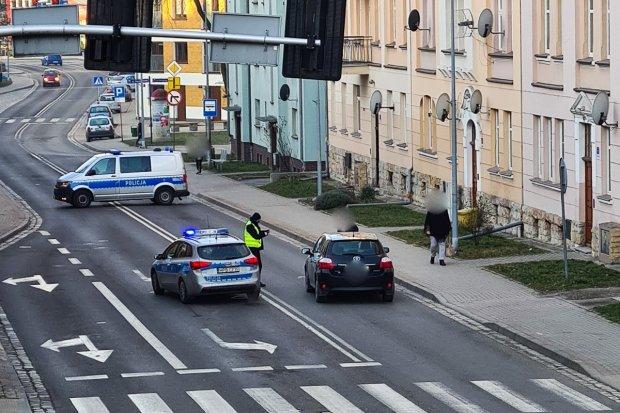 Wypadek na Żwirki i Wigury. 53-letni pieszy trafił do szpitala