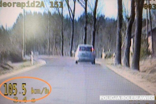 36-latka gnała 105 km/h przez gminę Osiecznica. Straciła prawo jazdy
