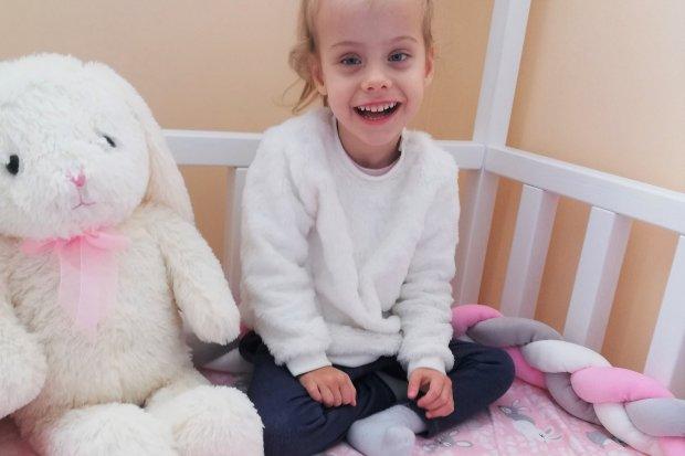 Pomóżmy Mai, która choruje na bardzo rzadką chorobę genetyczną