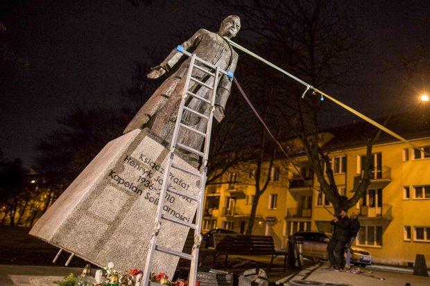 Rozmowa z oskarżonymi o znieważenie pomnika prałata Jankowskiego