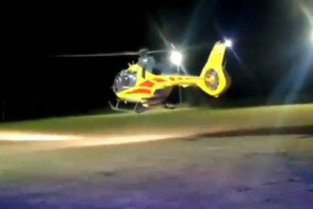 Wypadek w Dobrej, 25-latek spadł z dachu. Trafił do szpitala