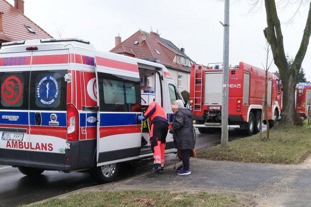 Interwencja straży pożarnej i zespołu ratownictwa medycznego przy Kosiby