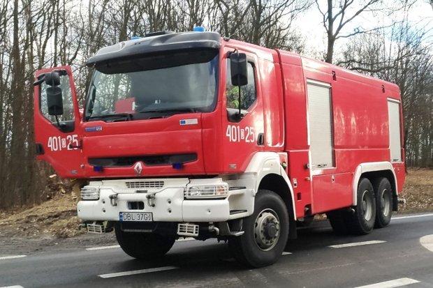 Pożar samochodu na posesji przy dk94 w Bolesławcu