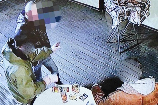 Okradli Lodziarnię Marceli, zaglądając w kamery nagrywajace ich twarze!