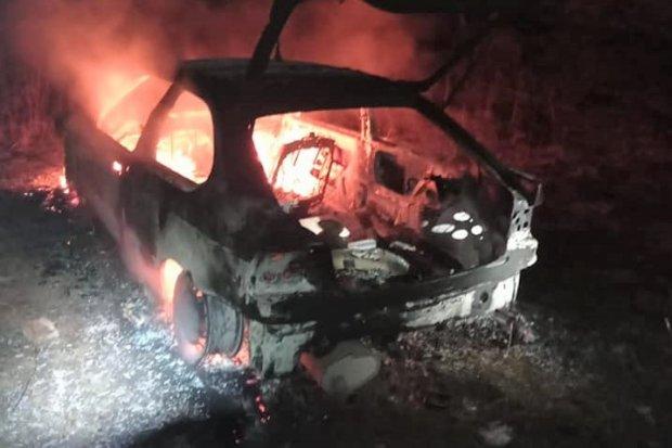 Dwa pożary w Iwinach. Spłonął m.in. samochód