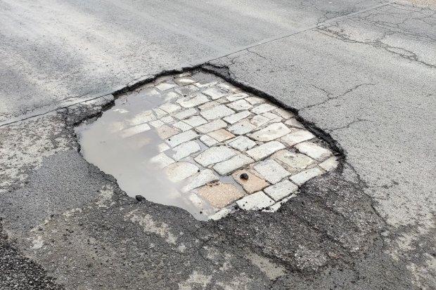 Dziury straszą w Starych Jaroszowicach