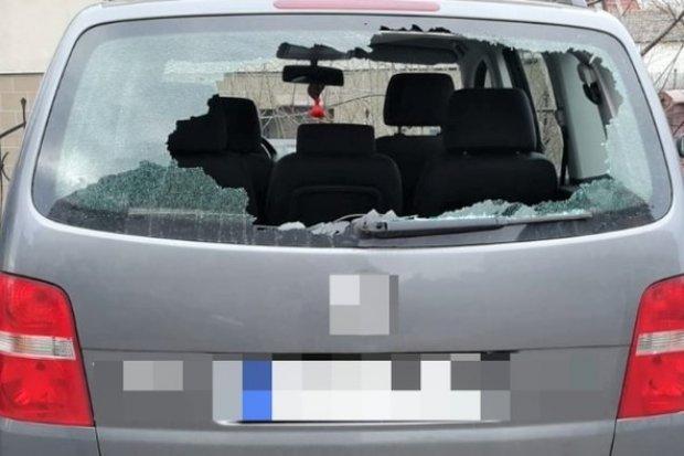 Po pijaku uszkodził co najmniej trzy auta. Wandal w rękach policji