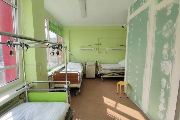Szpital powiatowy: więcej łóżek dla zakażonych wirusem SARS-CoV-2
