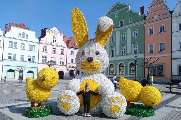 Wielkanocne ozdoby na bolesławieckim rynku