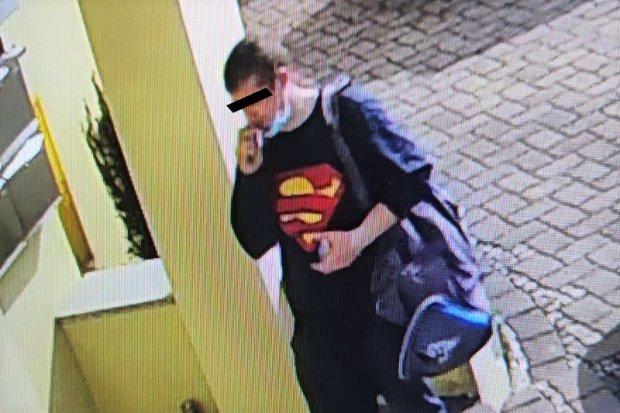 Złodziej rowerów w rękach policji. Superman byłby dumny?