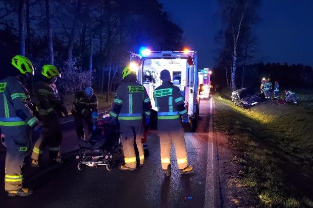 Wypadek za Łaziskami. Pijany kierowca wjechał w wóz strażacki. CZTERY OSOBY ranne
