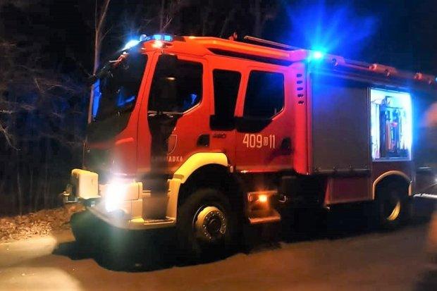 Nocna akcja straży pożarnej między Gromadką a Modłą