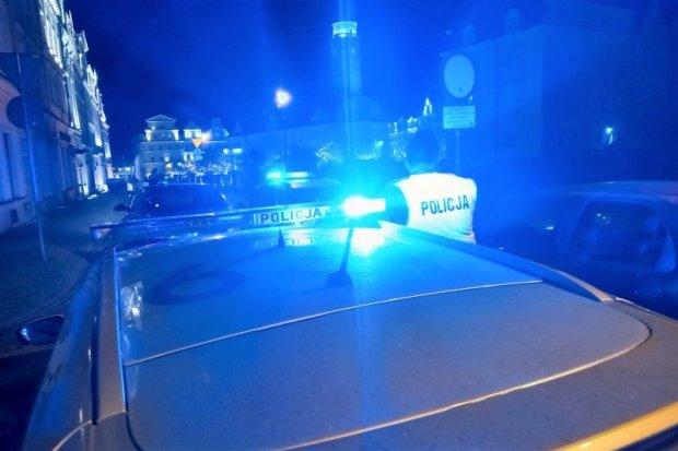 Pięcioro z zakazami i dwóch kompletnie pijanych kierowców w rękach policji