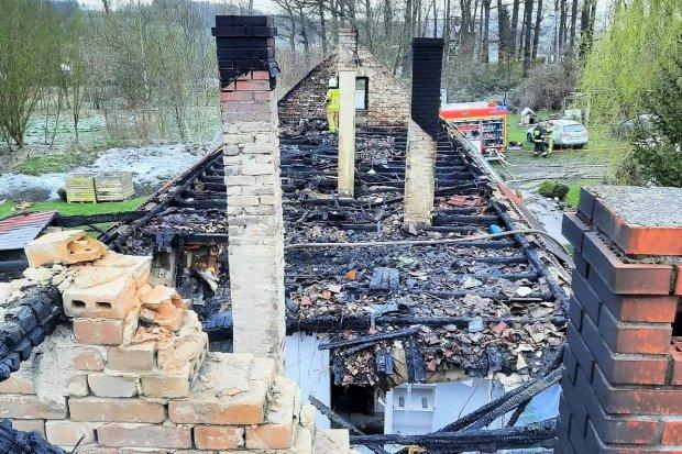 Pomóż pogorzelcom z Nowych Jaroszowic. Dom straciły dwie rodziny