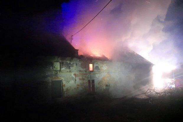 Nocny pożar w Starej Olesznej. Szczegóły akcji