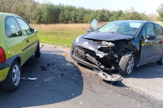Citroën zderzył się z Oplem na wjeździe do Mrówki