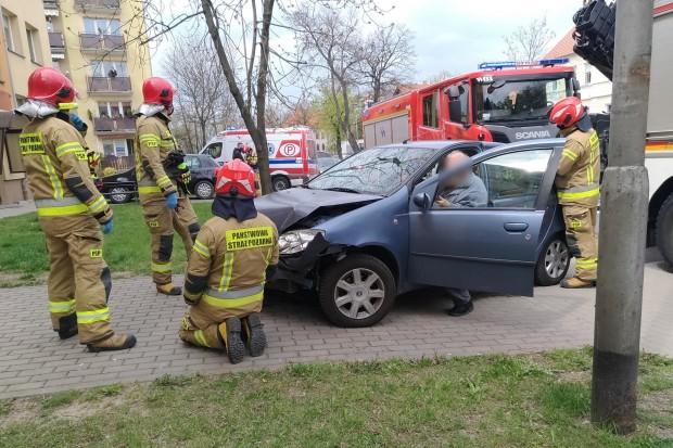 Zderzenie Fiata z Volkswagenem, kobieta z dzieckiem trafiła do szpitala