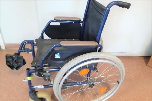 Policja znalazła wózek inwalidzki. Mundurowi szukają właściciela