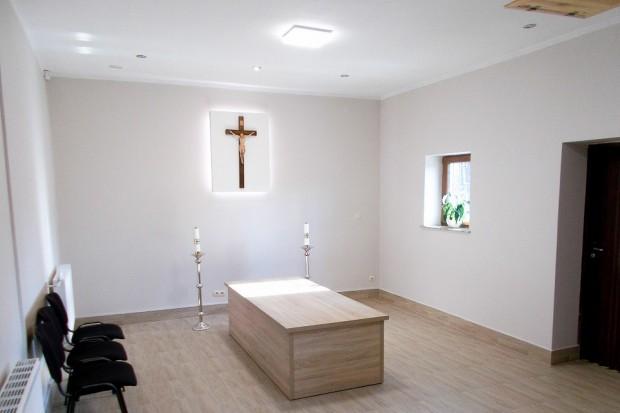 Krzyż może być zdjęty na życzenie – świecki pokój pożegnań w Bolesławcu
