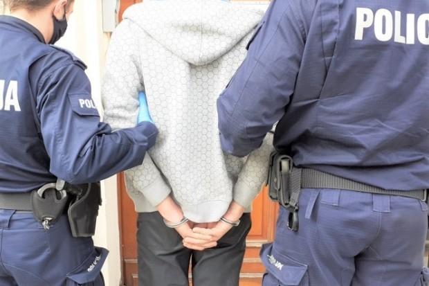Napadł na dwie osoby. Jednej przyłożył nóż do szyi. Jest areszt