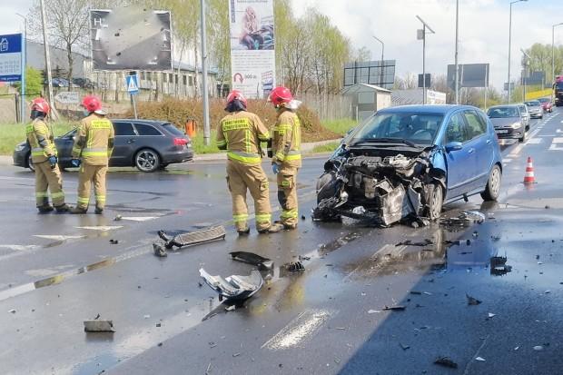 Zderzenie osobówki z beczkowozem na Cieszkowskiego. Jedna osoba ranna