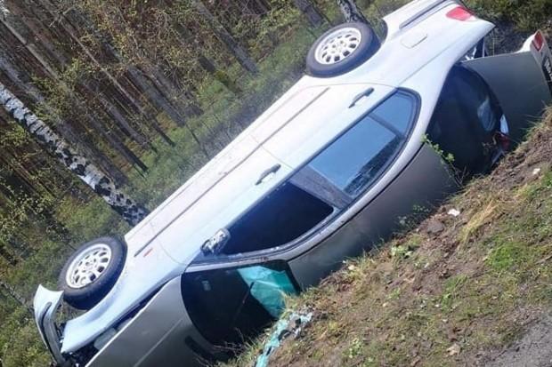 Bmw wylądowało w rowie, kierowca trafił do szpitala