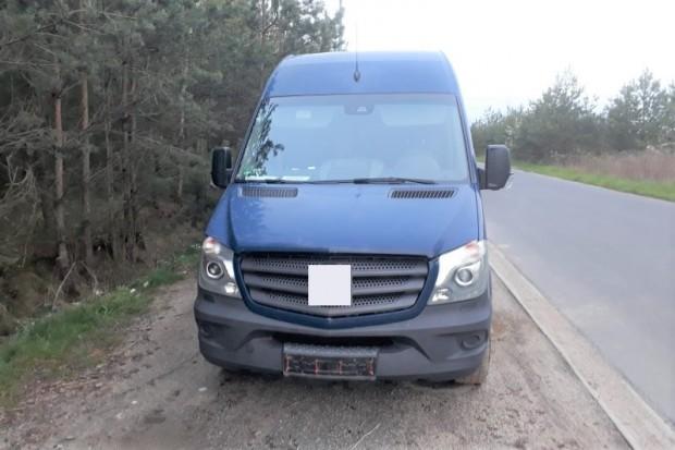 Odzyskali busa skradzionego w Niemczech. Podejrzany na widok radiowozu uciekł do lasu