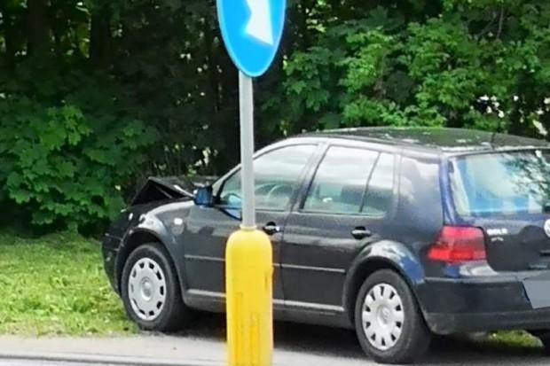 Volkswagen najechał na tył forda, 20-latek dostał 250 zł mandatu