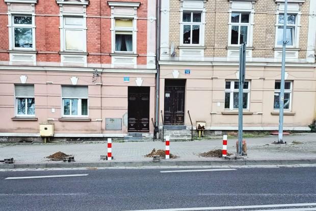 Problem ze słupkami na Karola Miarki w Bolesławcu
