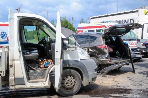 Wypadek przy krzyżówce Modłowa–Cieszkowskiego, 33-latek trafił do szpitala