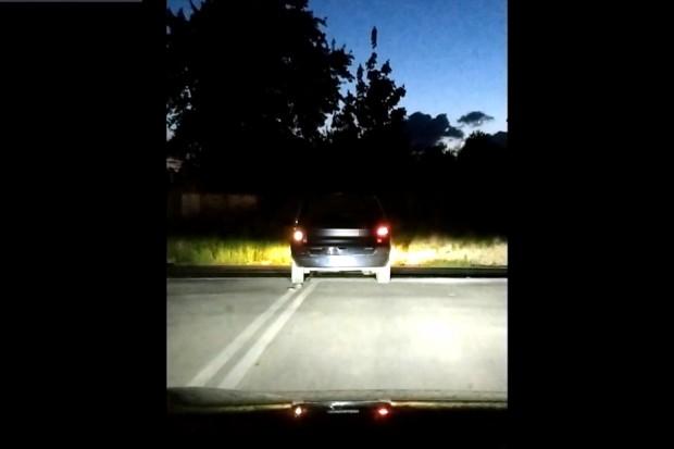 Kierowca z 4 promilami jechał całą szerokością jezdni. Nagrał go 9-latek! WIDEO