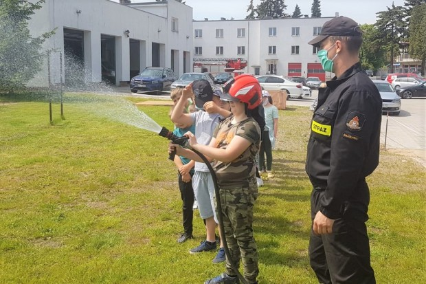 Dzieciaki z Gierałtowa opanowały bolesławiecką komendę straży pożarnej
