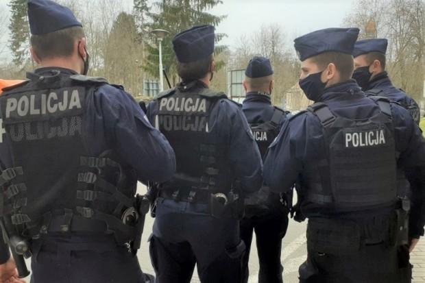 Policja: 114 interwencji w weekend, m.in. pijany kierowca-złodziej, włamywacz i awanturnik