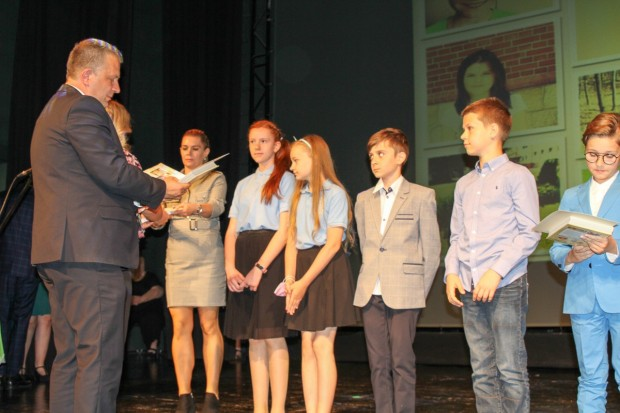 Uroczystość wręczenia nagród laureatom konkursów powiatowych w Bolesławcu