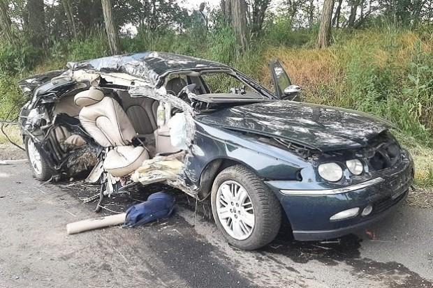 Śmiertelny wypadek, 18-letni pasażer rovera nie żyje. Dwie osoby ranne