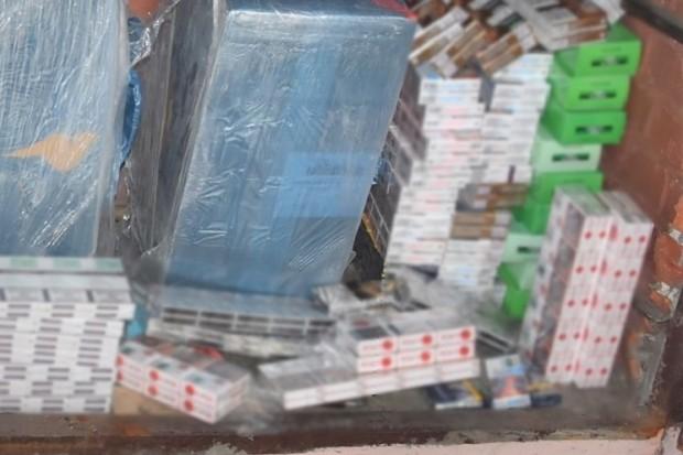 Wpadł z dużą ilością papierosów i prawie 11 kg tytoniu. Odpowie za paserstwo akcyzowe