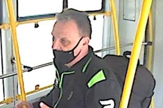 Autobusowy złodziej poszukiwany. Ukradł bagaże z 13 tys. zł i ze sprzętem elektronicznym