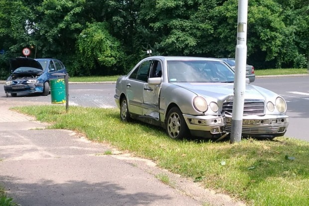 Zderzenie dwóch aut przy stadionie w Bolesławcu