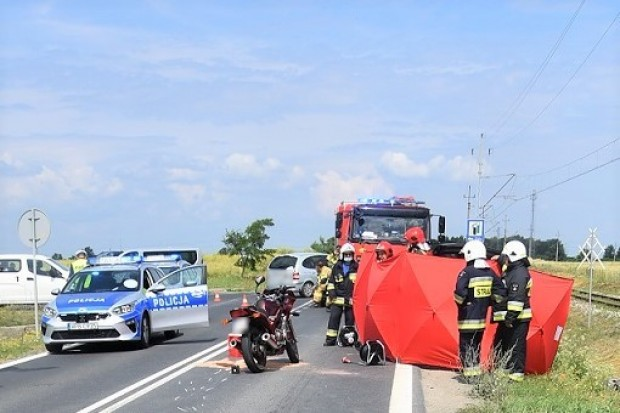 Śmiertelny wypadek na drodze wojewódzkiej. Młody motocyklista zginął na miejscu