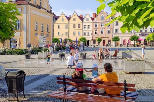 Czy kąpiel dzieci w miejskiej fontannie powinna być zabroniona?