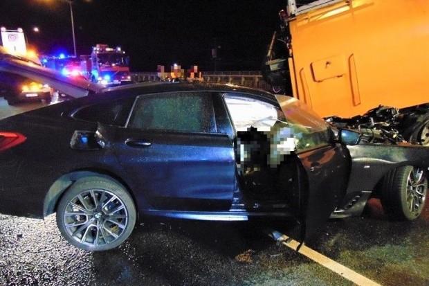 Kolejny śmiertelny wypadek. Bmw uderzyło w pojazd techniczny. 39-latek nie żyje
