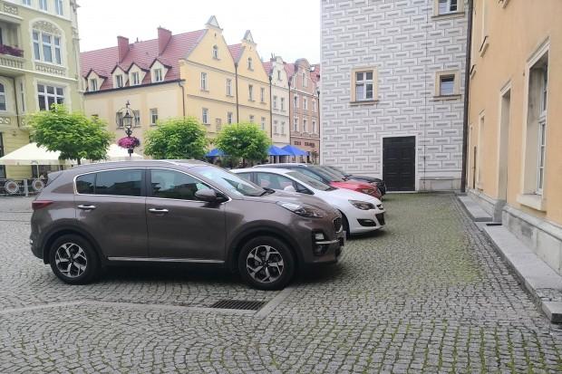 Ratuszowi urzędnicy nieobjęci Strefą Płatnego Parkowania? Urząd wyjaśnia