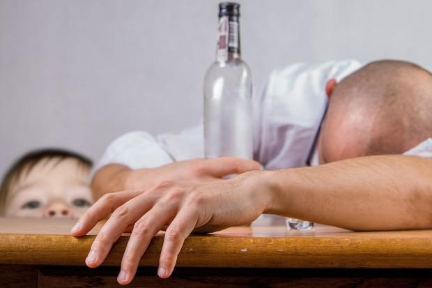 Uzależnienie od alkoholu – skutki, objawy i leczenie uzależnienia