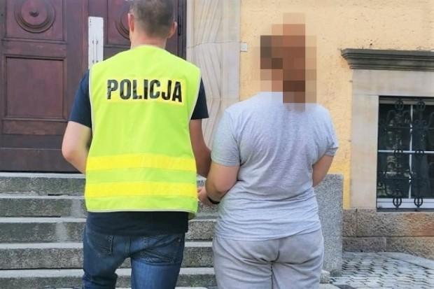 Ukradła 70… markowych czekolad za ponad 800 zł. Grozi jej do 5 lat więzienia