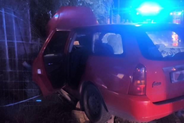 Wypadek w Zebrzydowej. Pijana kierująca wjechała w dom. Pięcioro dzieci trafiło do szpitala