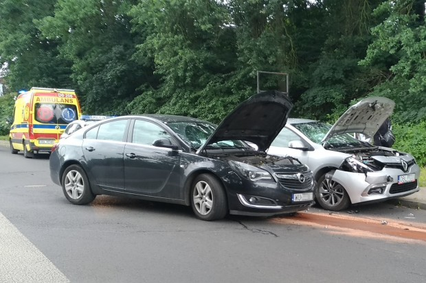 Zderzenie dwóch aut na skrzyżowaniu Góralskiej z Brzozową